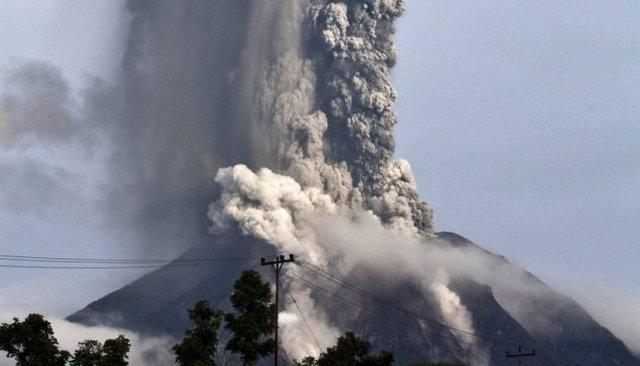Картинки по запросу Мощное извержение вулкана на острове Суматра