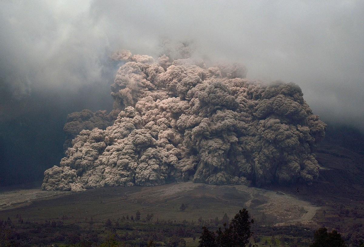 Izverzhenie-vulkana-Sinabung-na-Sumatre.-Foto-13