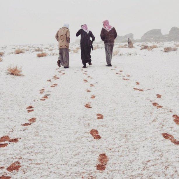 4544199-saudovskuyu-araviyu-nakrylo-snegom-foto