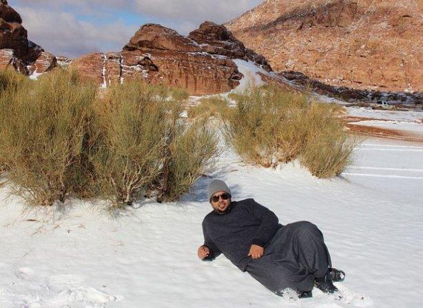 4544209-saudovskuyu-araviyu-nakrylo-snegom-foto